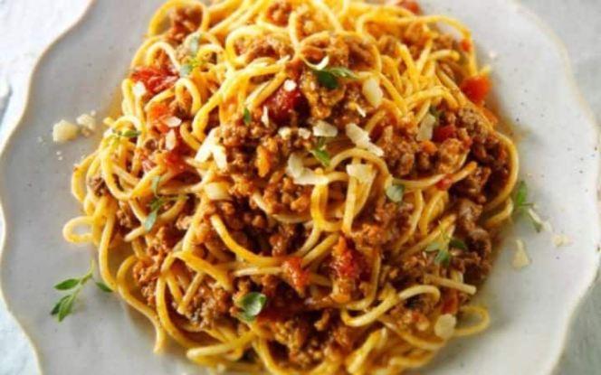 spaghetti-bolognese-large_trans_NvBQzQNjv4Bqeo_i_u9APj8RuoebjoAHt0k9u7HhRJvuo-ZLenGRumA